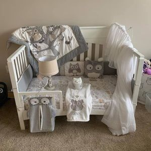 Like new crib bedding set plus accessories!